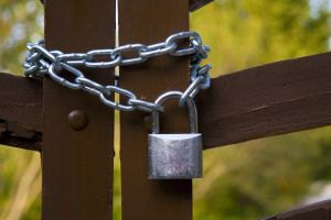 784060_padlock_and_chain
